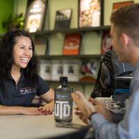 UT Dallas Peer Advisor Carmen Halcomb meeting with a student veteran